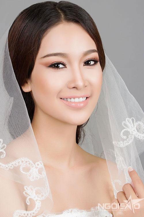 Á hậu Thùy Dung biến hóa màu sắc make up cưới