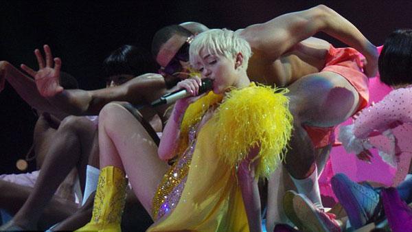 Miley-Cyrus-12-9814-1399449938.jpg