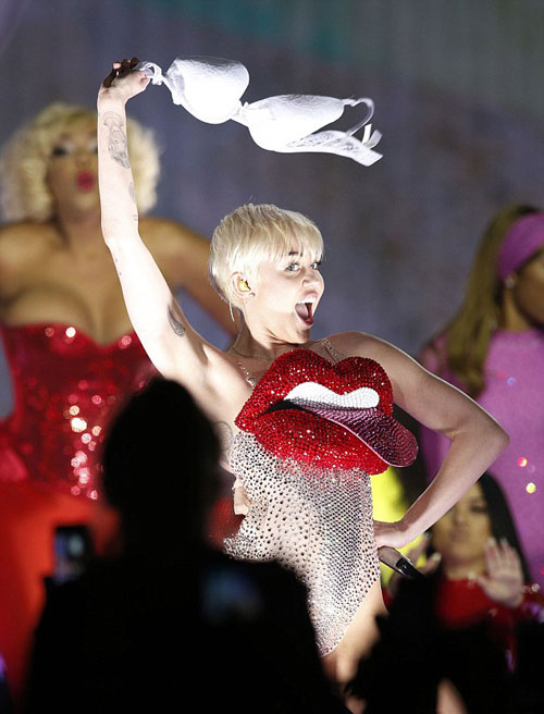 Miley-Cyrus-9-7040-1399449937.jpg