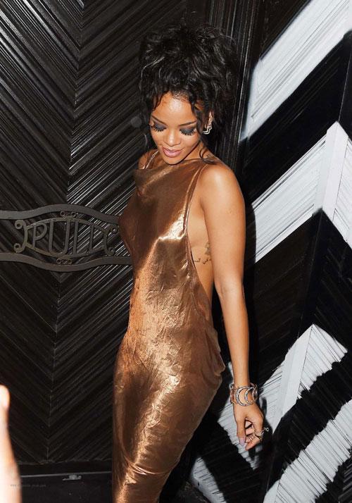 Rihanna7-8951-1399428193.jpg