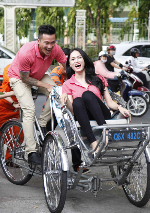 Hương Giang Idol tự tin cười duyên