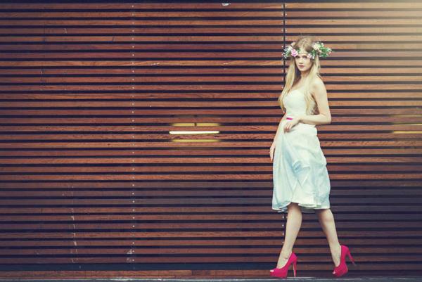 Cô dâu hoài cổ với váy cưới ngắn vintage