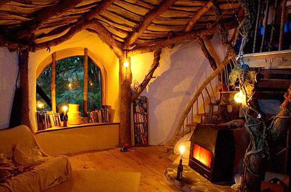 1. Ngôi nhà Hobbit ở xứ Wales, nước Anh.