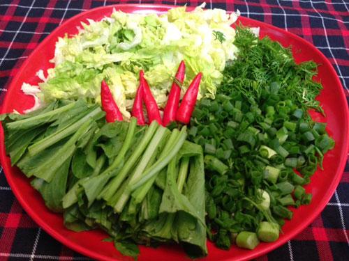 Các loại rau ăn kèm.