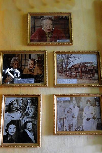 Ngày nay, ngôi nhà cổ 3 gian này là địa điểm tham quan khó có thể bỏ qua đối với du khách trong và ngoài nước khi có dịp về Đồng Tháp. Ngôi nhà là sự pha trộn giữa kiến trúc của phương Tây và Trung Hoa. Các vật liệu xây nhà như gạch, kính đều được nhập về từ Pháp. Bên trong ngôi nhà được bài trí theo kiến trúc ba gian đặc trưng của người Việt. Ở giữa nhà là bàn thờ, các hoa văn chạm trổ cầu kỳ mang vẻ uy nghi của những gia đình giàu có người Trung Quốc thời xưa. Ngoài các vật dụng cổ xưa, ngôi nhà còn lưu giữ nhiều hình ảnh của nữ văn sĩ Marguerite Duras lúc trẻ cũng như khi về già.