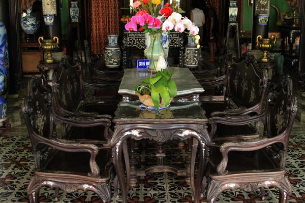 Nếu như nhà cổ Huỳnh Thủy Lê (Đồng Tháp) là nơi ở của nhân vật chính trong tác phẩm Người Tình thì nhà cổ Bình Thủy (Cần Thơ) chính là bối cảnh chính trong bộ phim nổi tiếng cùng tên do đạo diễn JJ.Annaud thực hiện trong khoảng thời gian từ năm 1986 đến năm 1990. Ngoài ra, ngôi nhà còn là bối cảnh của nhiều bộ phim Việt Nam nổi tiếng thời bấy giờ như Người đẹp Tây Đô, Nợ Đời...