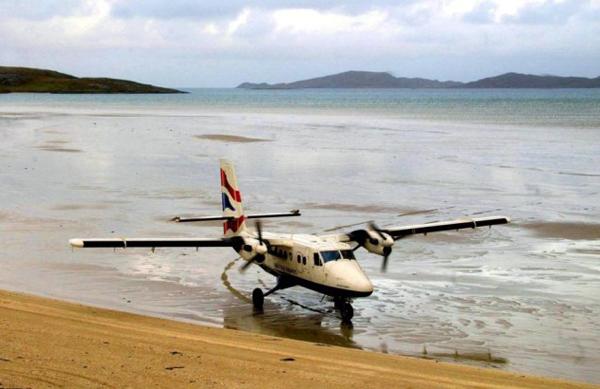 Sân bay  Barra (Scotland) được 1.000 phi công bình chọn là một trong những bến đỗ đáng sợ nhất. Nó nằm trên một bãi biển