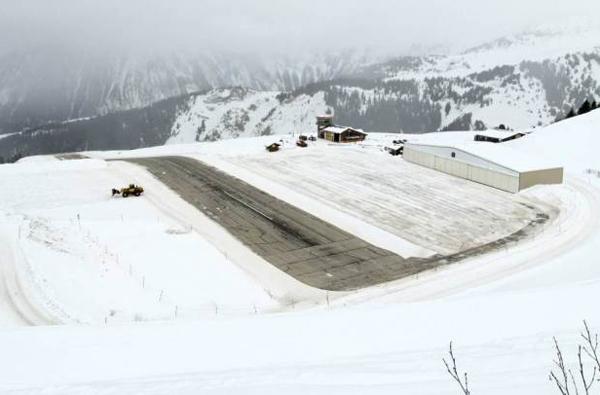 Sân bayCourchevel ở Phápnằm ở độ cao 1.722m trên dãy Alps