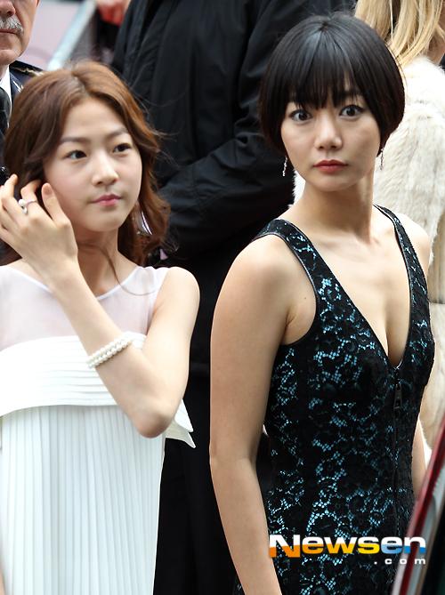 Kim Sae Ron và Bae Doo Na trên thảm đỏ LHP Cannes.