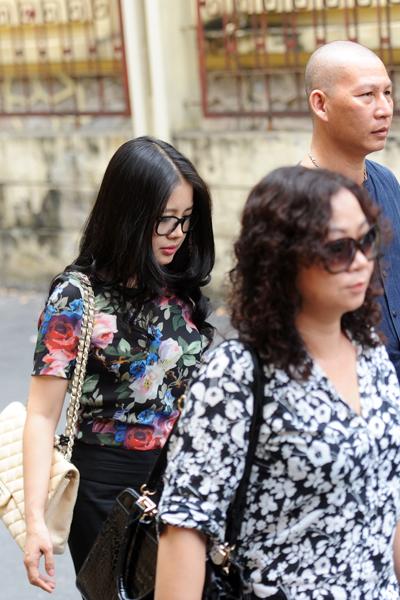 Vợ bầu Kiên rời tòa trưa 20/5.
