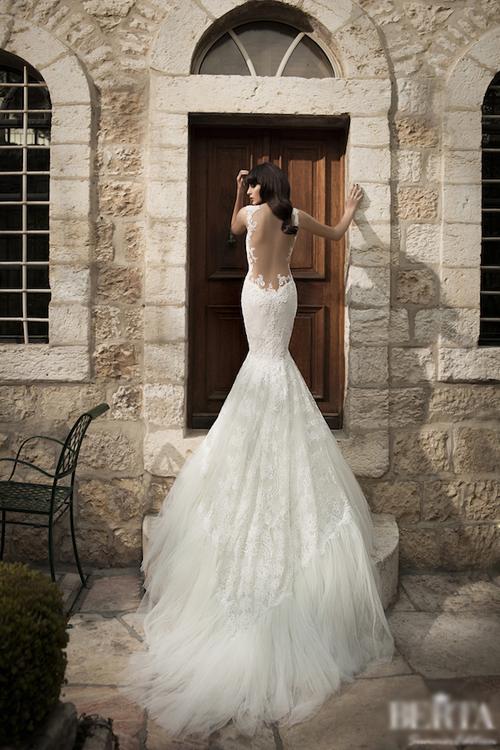 Cô dâu kiều diễm với váy cưới đuôi cá
