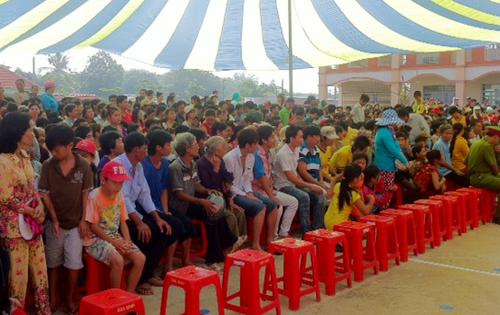 Hàng nghìn người dân tham dự phiên toà lưu động.