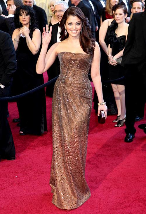 3-Rai-at-Oscars-2011-4458-1401257955.jpg