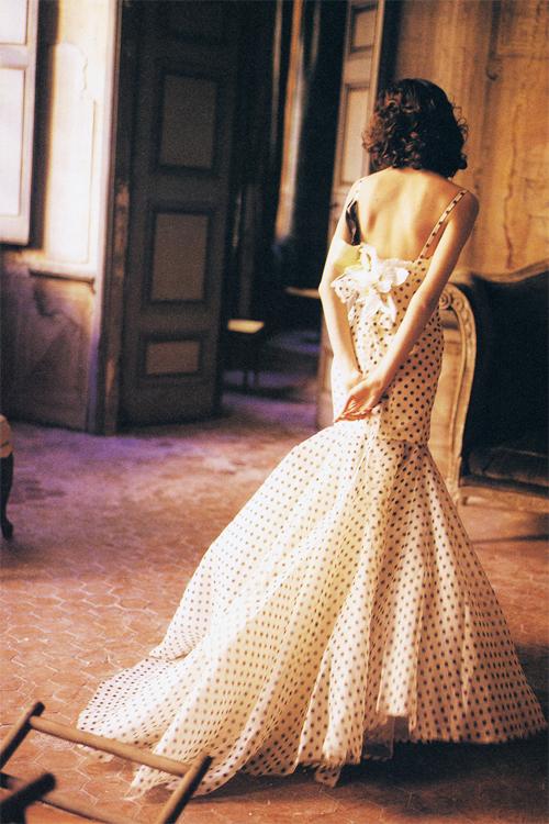 Cô dâu mới lạ với váy cưới chấm bi