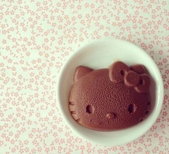 Bánh pudding mèo Hello Kitty.