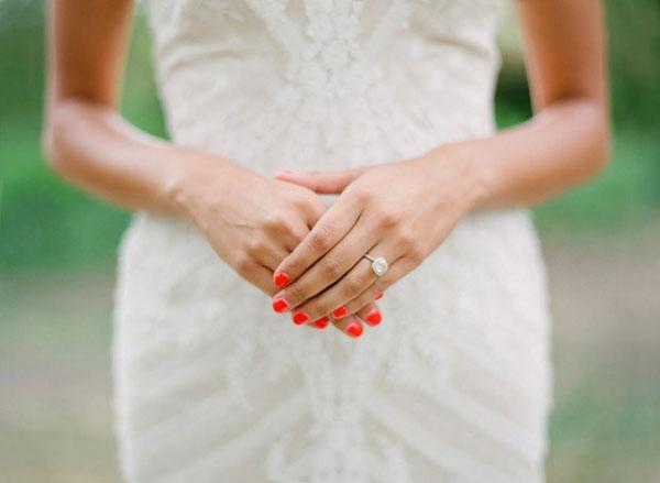 Cách vẽ móng tay thời trang cho cô dâu