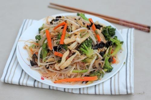 Miến xào với rau củ ăn nhẹ bụng, giảm cân sau những ngày đã ngán thịt.