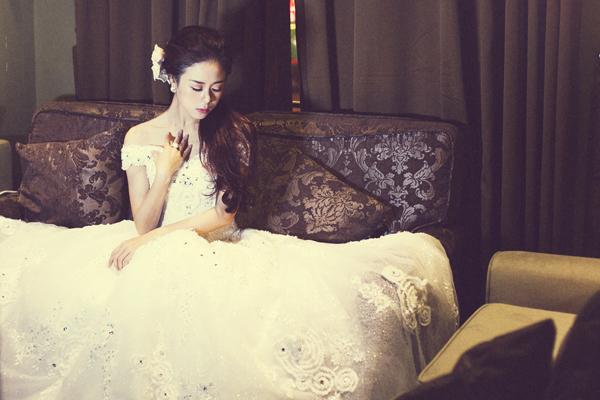 Chọn váy lộng lẫy cho cô dâu chụp ảnh cưới