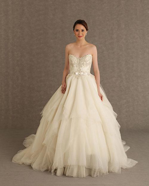 Chọn váy cưới cho cô dâu Á nhỏ nhắn