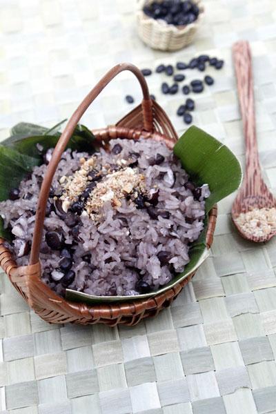 Xôi đỗ đen vừa ngon vừa dễ nấu lại tốt cho sức khỏe, hãy thường xuyên ăn món này nhé.