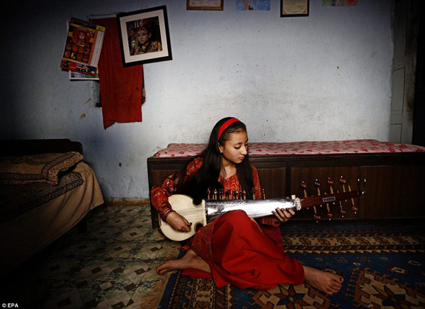 Once she retired, Samita Bajracharya was able to go back to everyday life. She started playing an Indian classic music instrument called Sarod in her room in Patan, Nepal, although it took several months for her to be able to find the confidence to interact