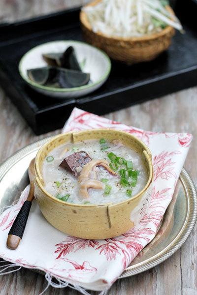 Món cháo lạ miệng được nấu đơn giản rất hợp cho ngày thời tiết dễ chịu mà bạn muốn đổi vị cho cả nhà.
