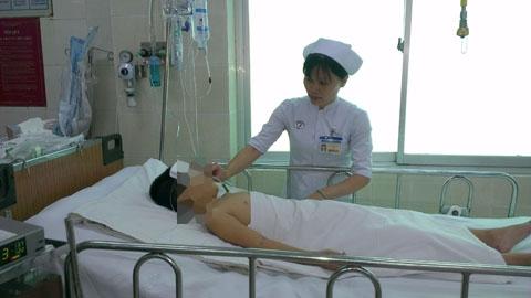 Bé K. đang được chăm sóc hồi sức tại Bệnh viện Chợ Rẫy.