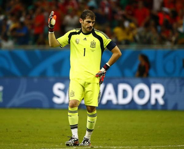 Casillas dường như không thể tin được cơn ác mộng vừa xảy ra với đội bóng của mình.
