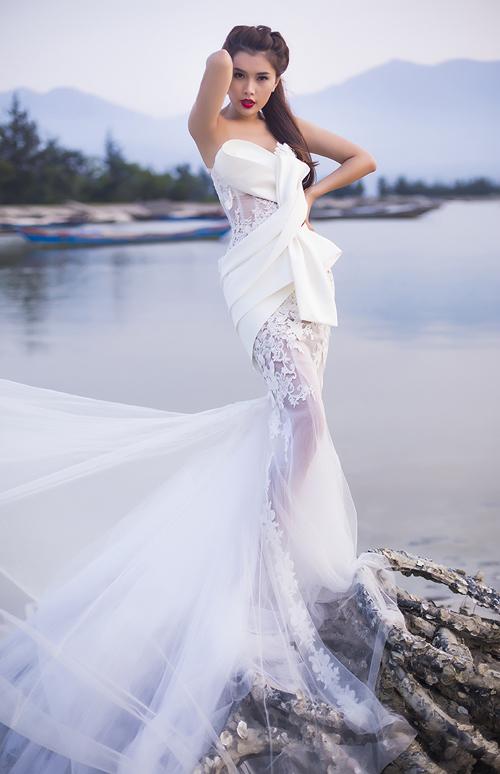Lan Hương gợi cảm với váy cưới voan mỏng