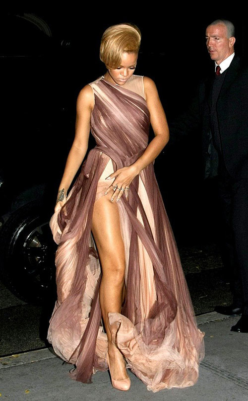 8-Rihanna-3175-1403069441.jpg