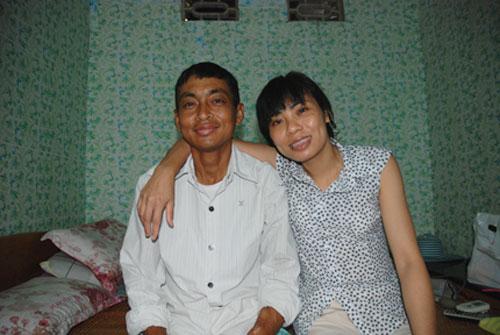 Dù mang trong người căn bệnh suy thận, nhưng anh Hưng, chị Hằng vẫn quyết tâm đến với nhau để chia sẻ những vui buồn.