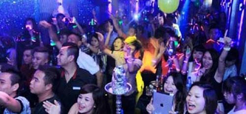 Mỗi tháng, các bar thường tổ chức các chương trình Lady night, Mini show, White party, dàn dựng cho phù hợp với xu hướng giới trẻ.
