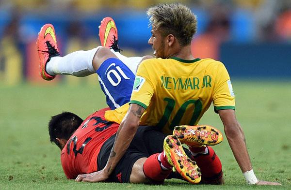 Tuy nhiên, Neymar và các đồng đội không thể nào xuyên thủng được hàng phòng ngự được tổ chức hợp lý, chắc chắn của Mexico.