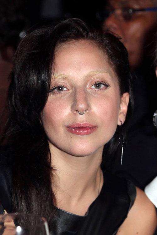 elle-07-bleached-eyebrows-l.jpg