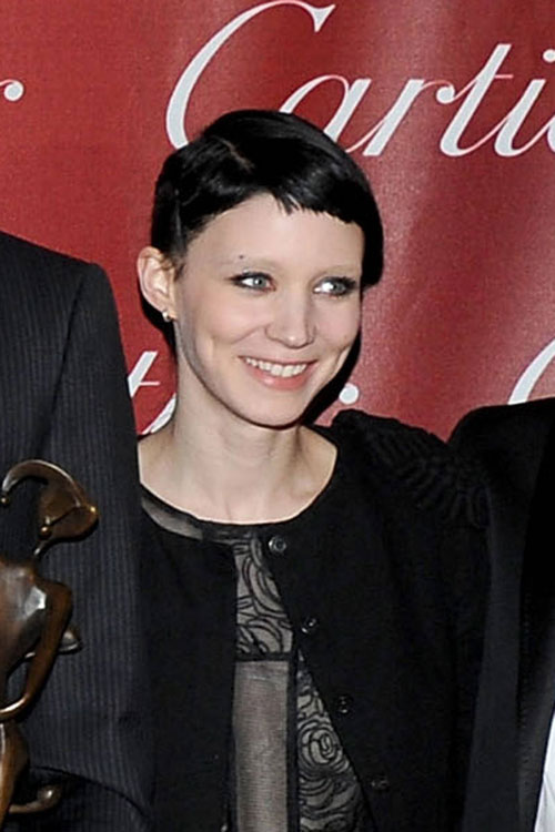 elle-10-bleached-eyebrows-r.jpg