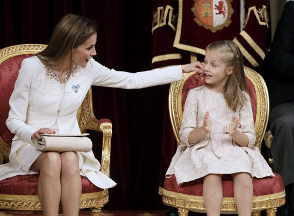 Spain's Queen Letizia touches Spanish Crown Princess of Asturias Leonor at the Congress of Deputies, Spain's lower House in Madrid on June 19, 2014 during a swearing in ceremony of Spain's new King before both houses of parliament. Spain's King Felipe VI begins a new reign today already facing a threat to the unity of his kingdom as the northeastern region of Catalonia fights to hold an independence referendum on November 9.