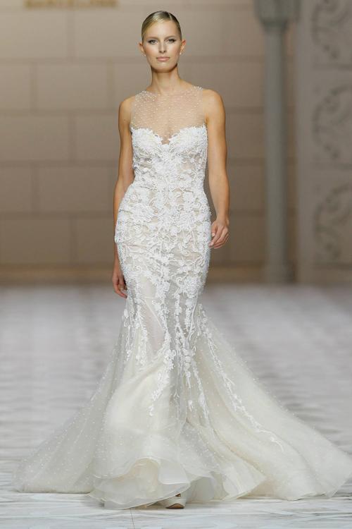 Váy cưới lãng mạn với ren và voan