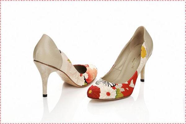 Giày hoa điệu đà cho cô dâu châu Á