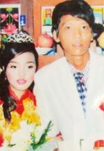 Vợ chồng Quang trong đám cưới một năm trước. Khi đó cô dâu được cho là chưa đủ 16 tuổi. Ảnh gia đình cung cấp.