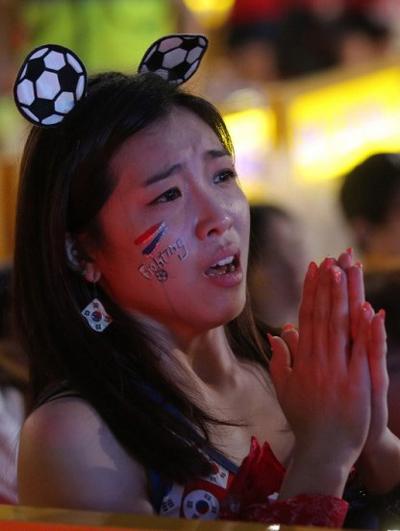 Ở lượt trận cuối cùng, Hàn Quốc sẽ gặp Bỉ vào ngày 27/6 tới. Chỉ cần thắng đậm đối thủ đồng thởi Nga cũng thắng Algeria với tỉ số tối thiểu, đội bóng xứ Hàn sẽ lọt qua khe cửa hẹp vào vòng trong.