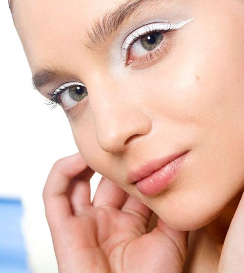 cos-11-white-eyeliner-de-4291-1403843565