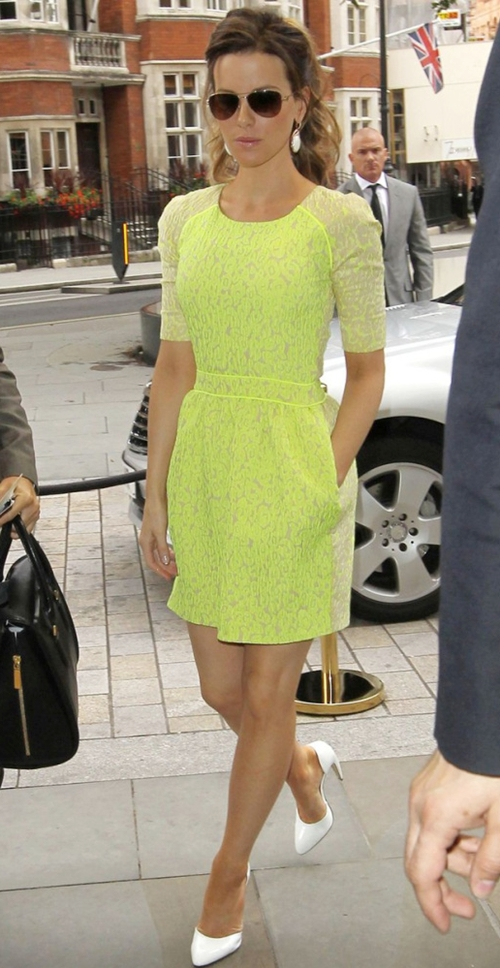 kate-beckinsdale-neon-dress.jpg