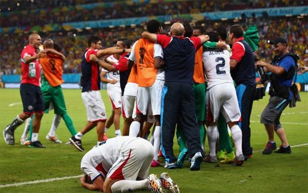 Trận đấu sáng nay giữa Costa Rica và Hy Lạp cũng phải phân định thắng thua bằng đá phạt đền.