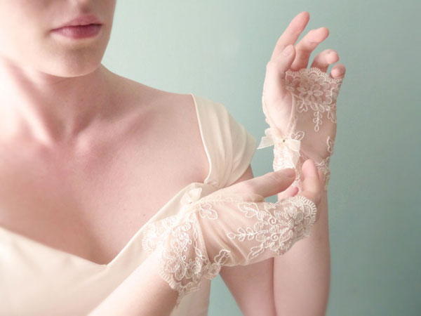 2013-stylish-wedding-gloves-8693-1404286