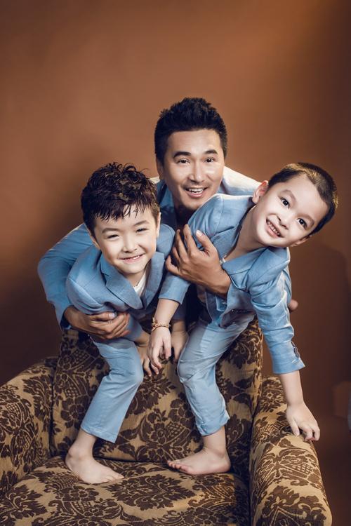 Với gam màu pastel nhẹ nhàng, các mẫu thiết kế hướng đến nét thanh lịch và trẻ trung cho người mặc với những bộ suit phom dáng đẹp.
