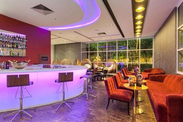 Quầy bar khách sạn là nơi tuyệt vời để thư giãn sau một ngày bận rộn.