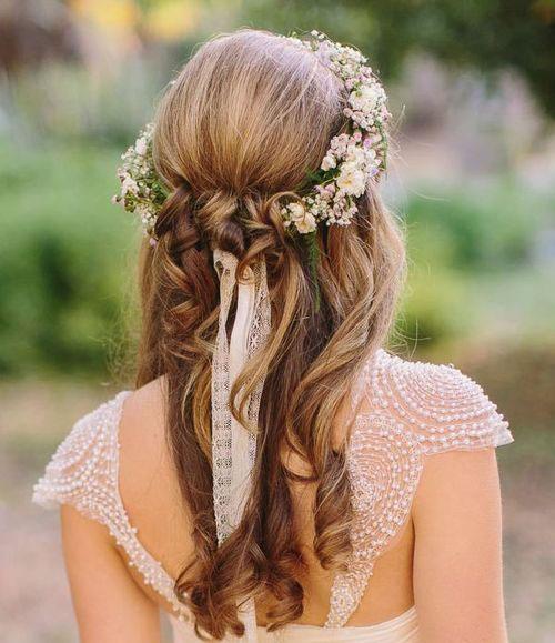 Ruy băng điệu đà tô điểm mái tóc cô dâu