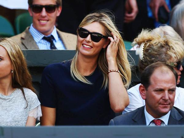 Nữ hoàng quần vợt cười rất tươi