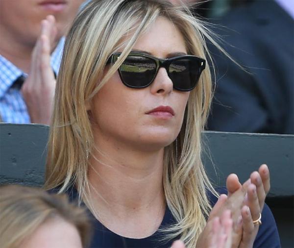 Người yêu gặp đối thủ nặng ký Djokovic nên Sharapova không tránh khỏi những giây phút lo lắng, căng thẳng.