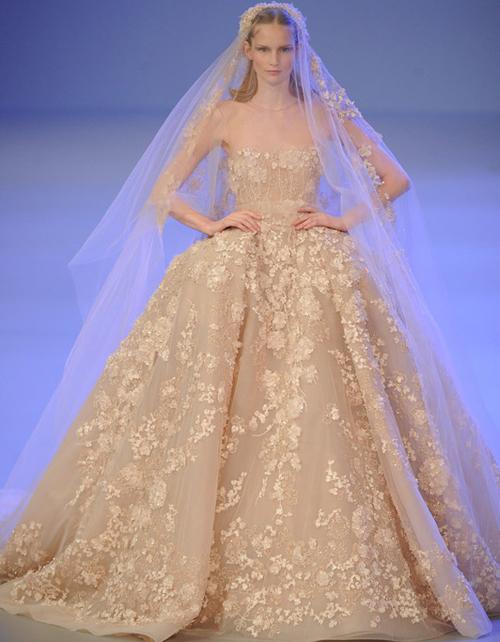 Những mẫu váy cưới màu đẹp lộng lẫy